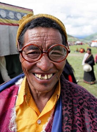 Moine tibétain heureux © M Ricard - Entraînez votre cerveau à sourire