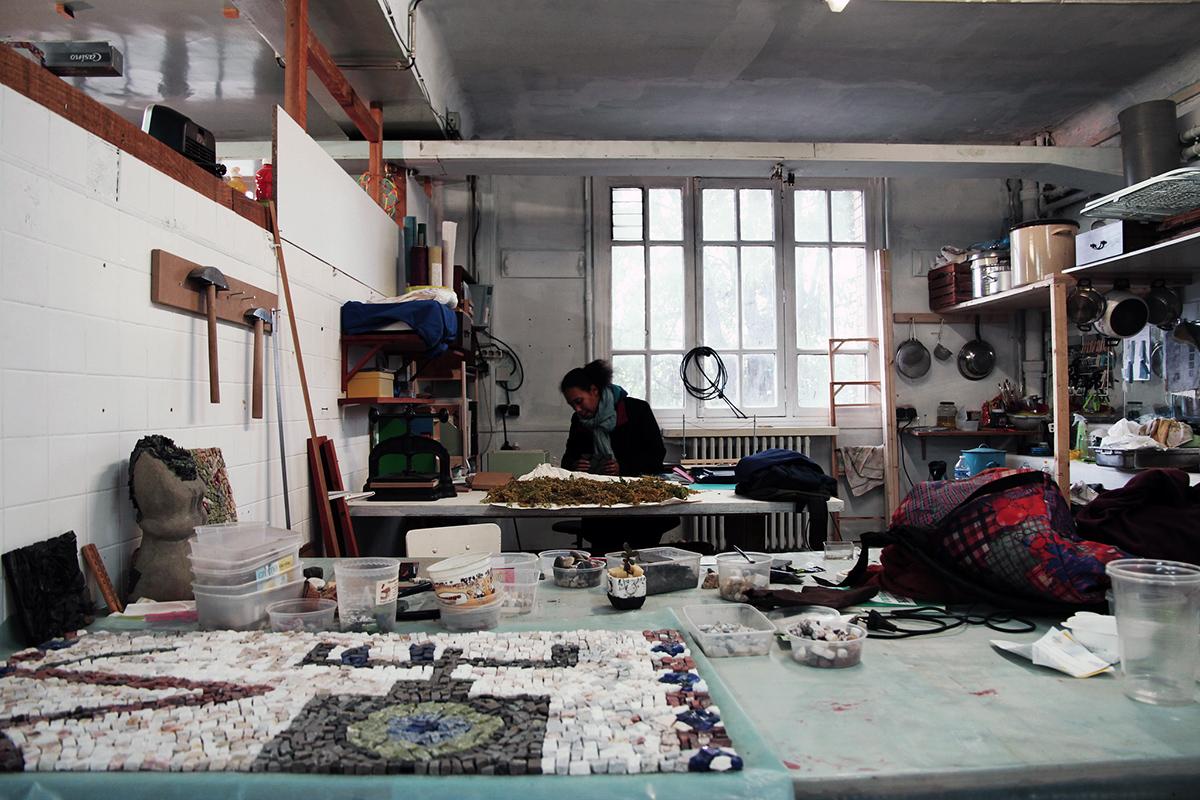 © Sylvia Fredriksson Le Shakirail, un ancien bâtiment de la SNCF Gare de l'Est où le collectif d'artistes le Curry Vavart a élu domicile.