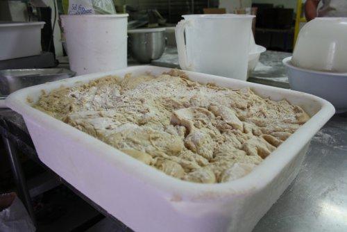La fermentation est une étape très importante pour la qualité du pain. Plus elle est longue, plus le pain lève et est alvéolé, plus les arômes se diffusent.