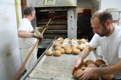 La boulangerie La Falue, à Caen, a choisi de se structurer en coopérative. A la fin de l'année, un tiers des bénéfices est reversé aux associés.