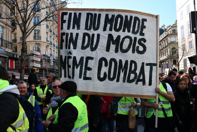 « Fin du monde, fin du mois » : les luttes sociales et écologiques se rejoignent à la Marche du siècle pour le climat, le 16 mars 2019 à Paris / ©Maëlys Vésir