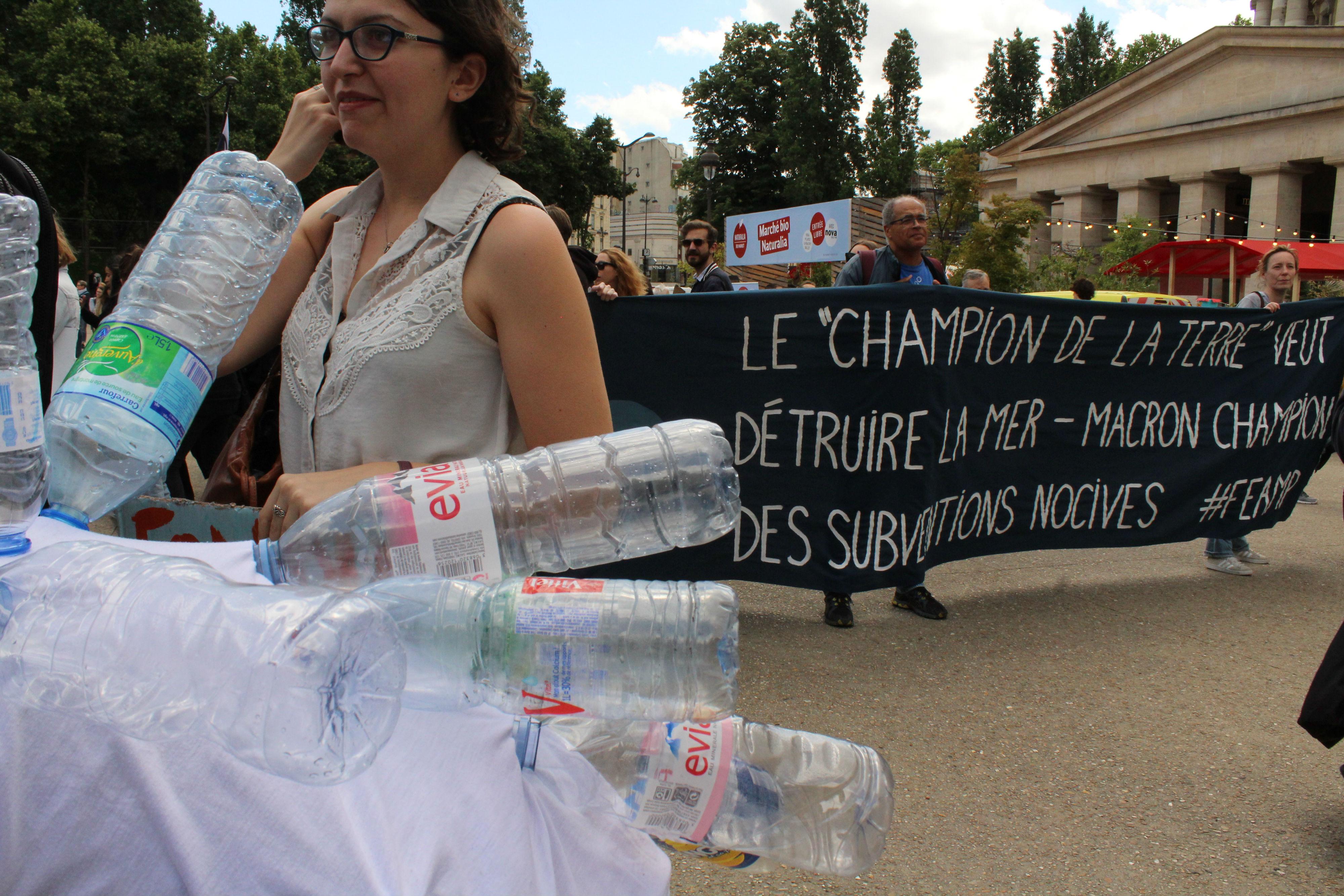 Une bannière dénonçait la politique du président de la République / ©Cypriane El-Chami