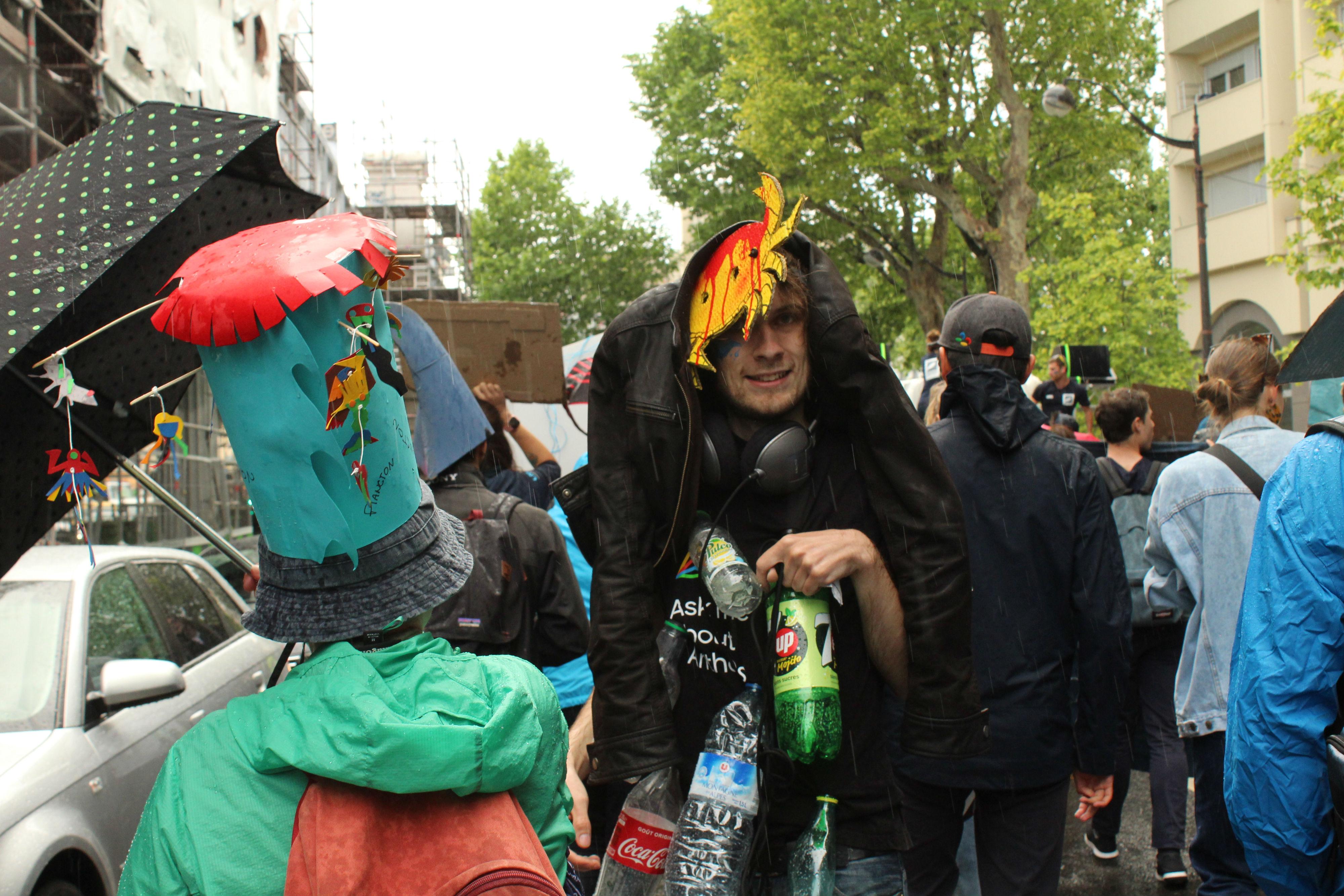 """Comme l'indiquait une pancarte, les manifestant.e.s se sont """"mouillés pour l'océan"""", au sens propre comme au sens figuré / ©Cypriane El-Chami"""