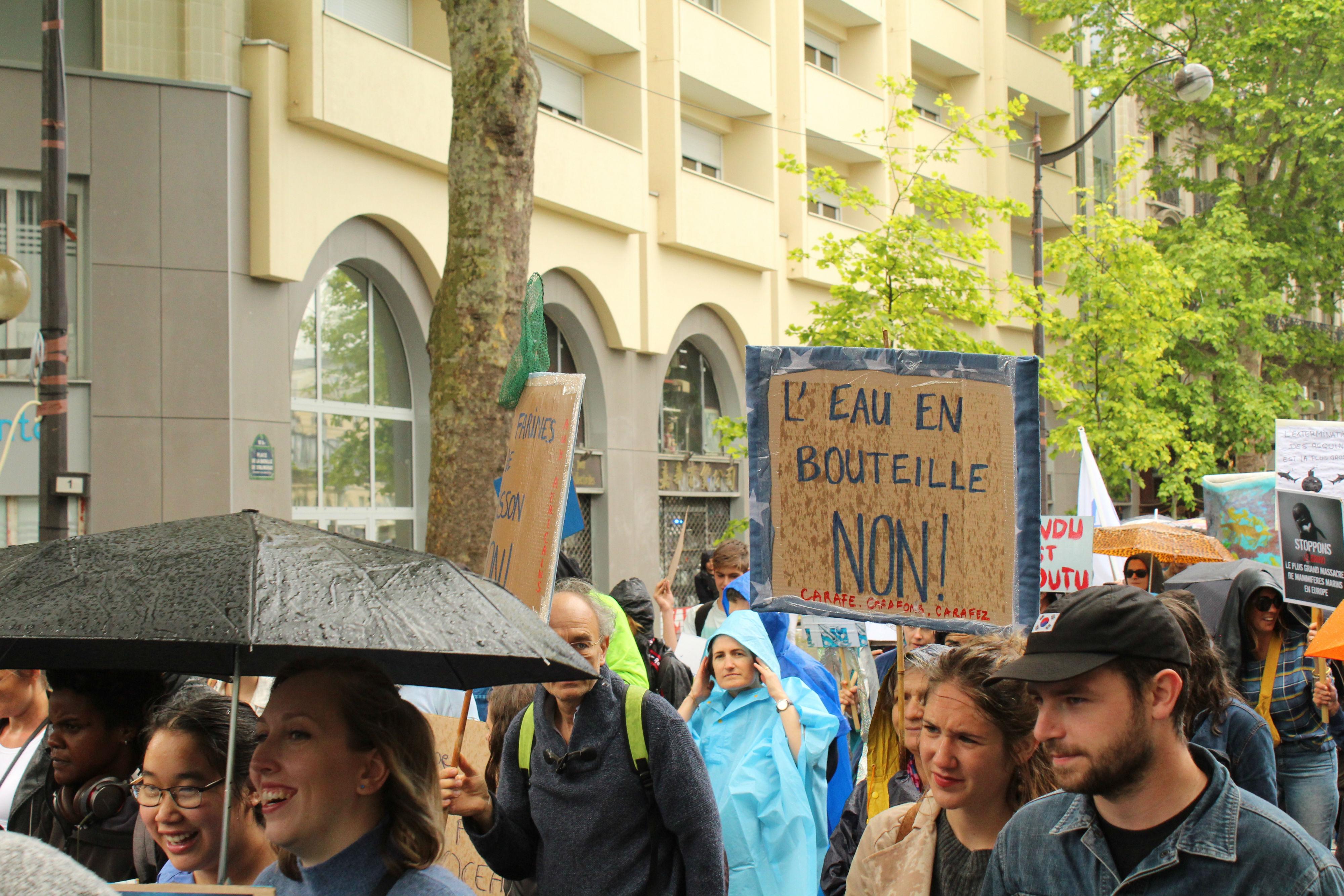 Entre pluie et éclaircies, les manifestant.e.s sont resté.e.s motivé.e.s tout au long de la Marche / ©Cypriane El-Chami