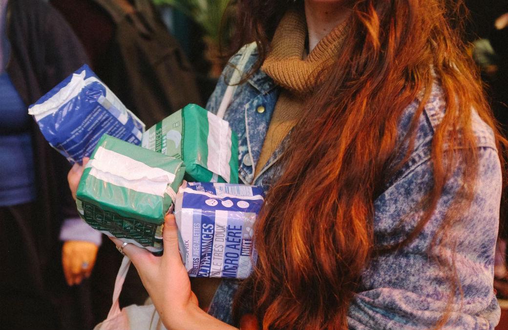 Règles Élémentaires lutte contre la précarité menstruelle en collectant des protections hygiéniques / ©Meg Gagnard