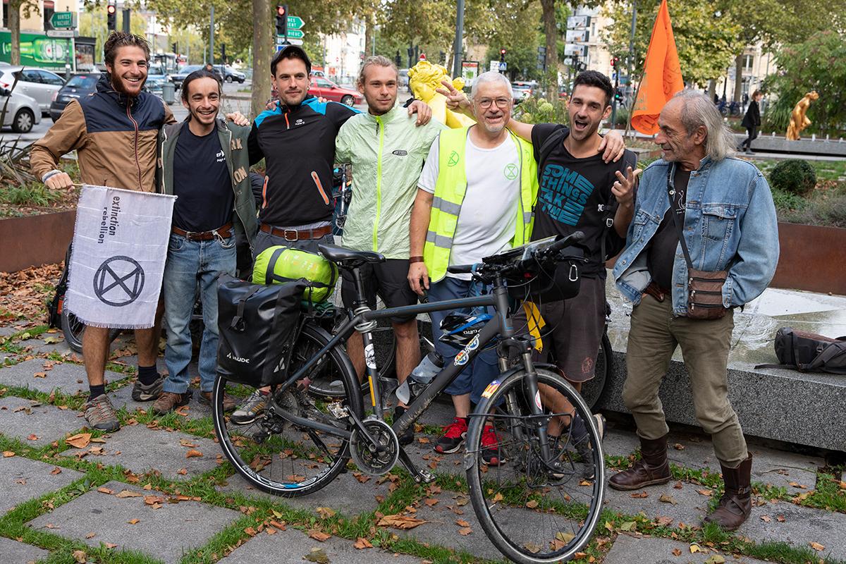 L'équipe de militants d'Extinction Rébellion partis à vélo de Rennes pour rejoindre la Rébellion Internationale d'octobre à Paris / ©Ingrid Bailleul