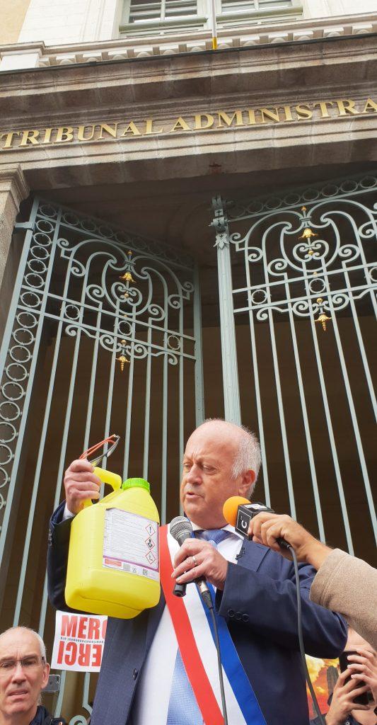 Daniel Cueff, maire de Langouët, à sa sortie du Tribunal de Rennes le 14 octobre 2019. Le maire était jugé en appel pour son arrêté anti-pesticides. / ©Cypriane El-Chami