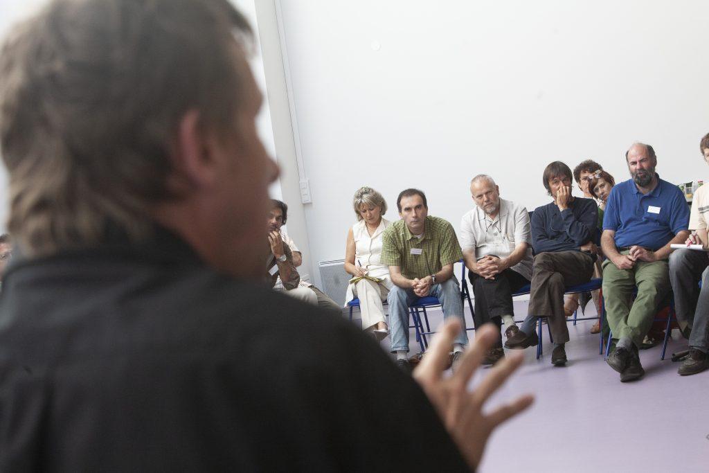 De 2006 à 2012, l'Alliance pour la planète a réuni 83 ONG, syndicats, associations dont Greenpeace (avec Yannick Jadot), la Fondation pour la Nature et l'Homme (avec Nicolas Hulot), WWF etc. Cette coopération a débouché sur le Grenelle de l'environnement en 2007 / Boire un café, se retrouver entre ami.e.s, travailler, s'organiser... Tout est ouvert à La Base / ©Pascal Greboval