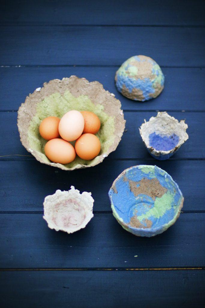 Ne jetez plus vos boîtes d'œufs, mais utilisez-les pour faire du papier mâché ! / Crédits : Linda Louis