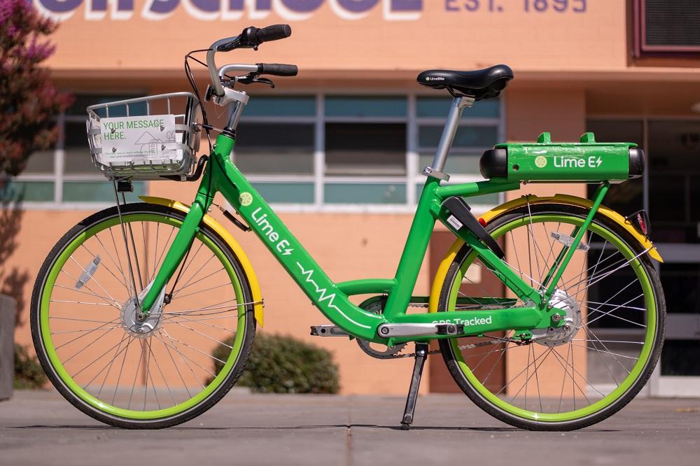 Une batterie lithium-ion (à l'arrière) sur un vélo en libre-service.