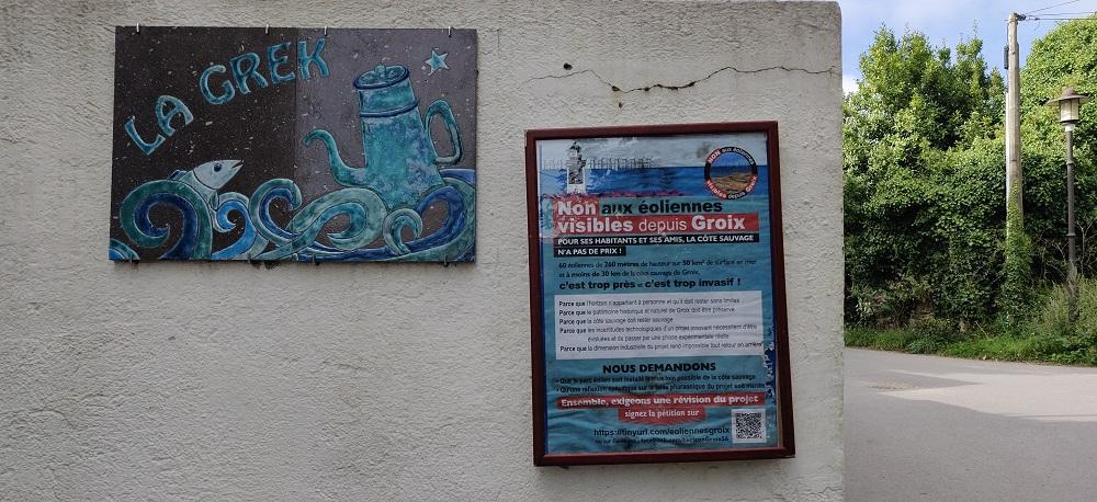 À Groix, une affiche anti-éoliennes en mer accrochée par Gardiens du Large.